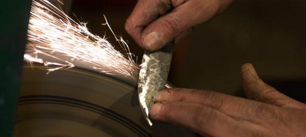 Messer schärfen, Profi, Handarbeit