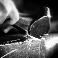 Hammerschlag Grundkurs schmieden schwarz-weiß schmiedekurs