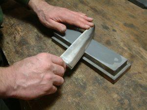 Workshop Messer schleifen Symbolbild abziehen schleifstein